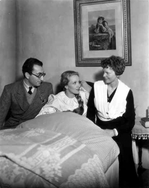 Amelia Earhart (R) pays a visit to Marlene Dietrich (C) on the set of Song of Songs (1933) a film by Rouben Mamoulian (L).