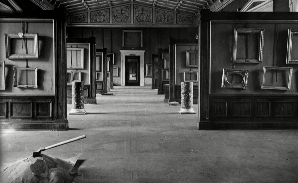The empty Hermitage during WWII