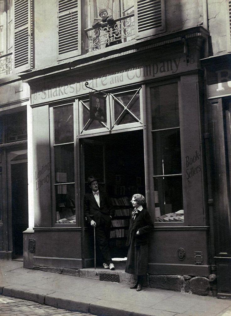 James Joyce, Sylvia Beach